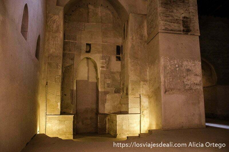 el mirhab antiguo del fuerte de bahla patrimonio de la humanidad en omán