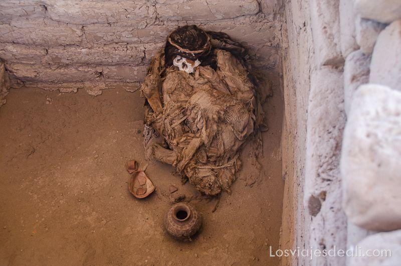 momias de chauchilla mujer con ajuar