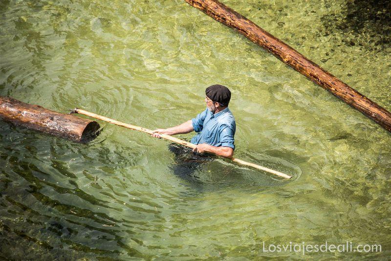 gancheros del Alto Tajo en el río