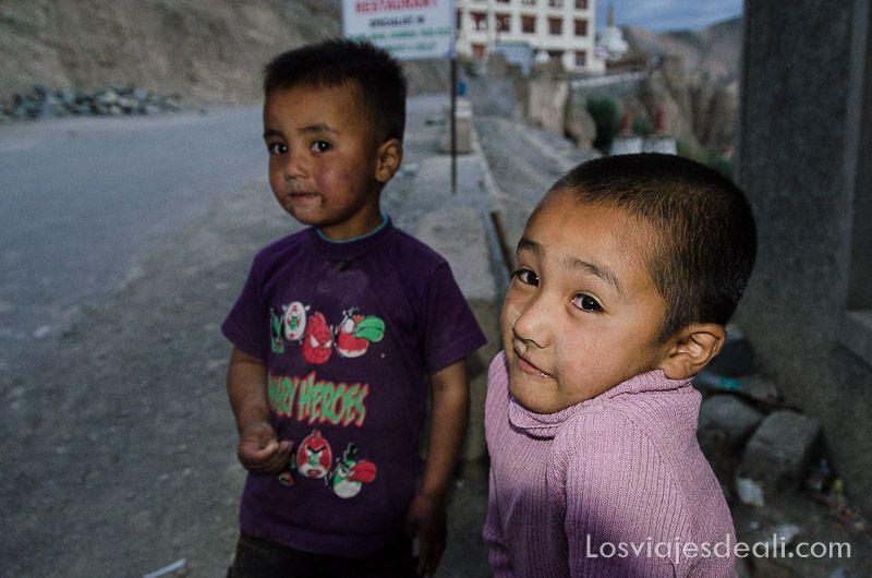 niños de lamayuru en ladakh