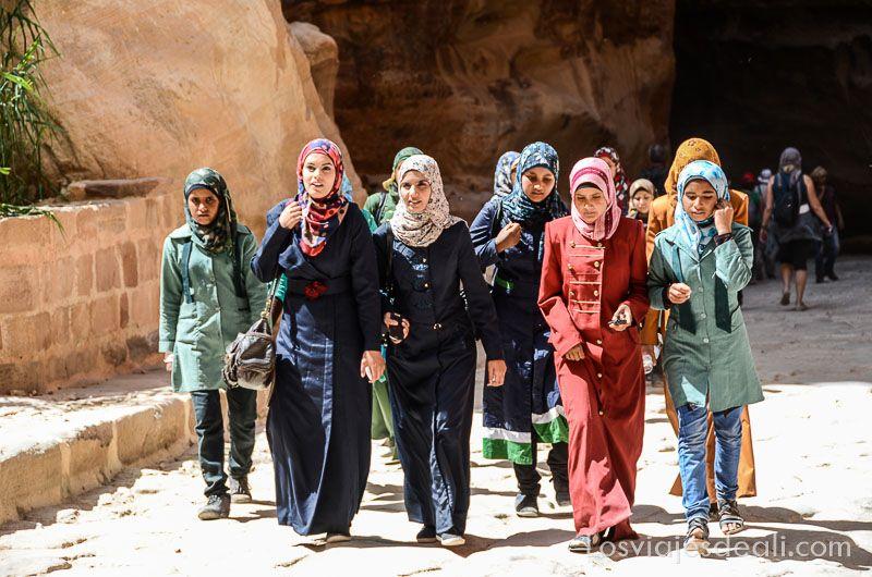 chicas jordanas en Petra