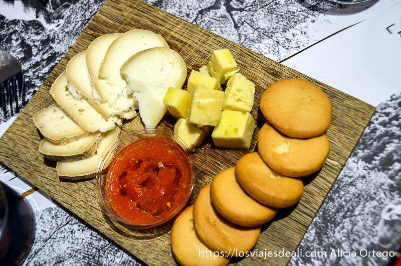 comer en palma de mallorca es rebost tabla
