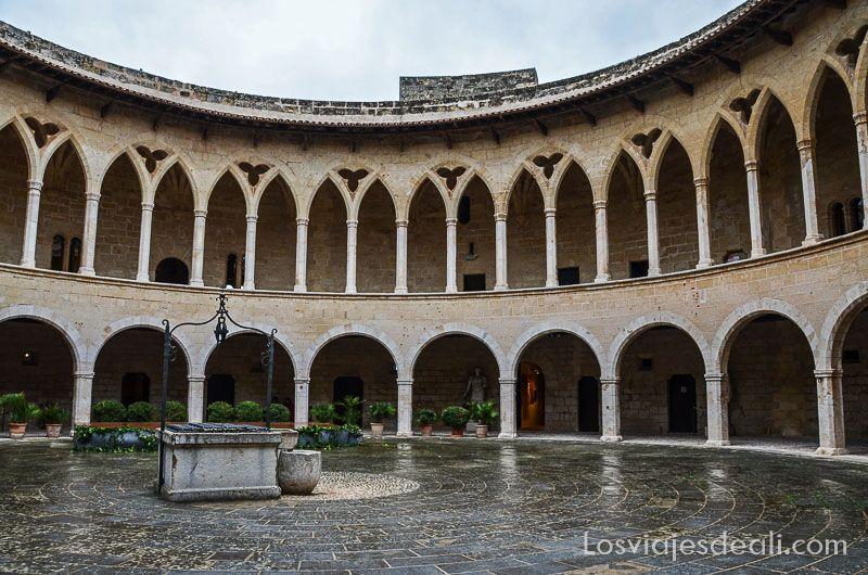 palma de mallorca monumental patio castillo