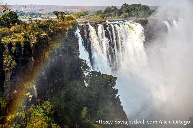 cataratas victoria con arco iris ruta del okavango