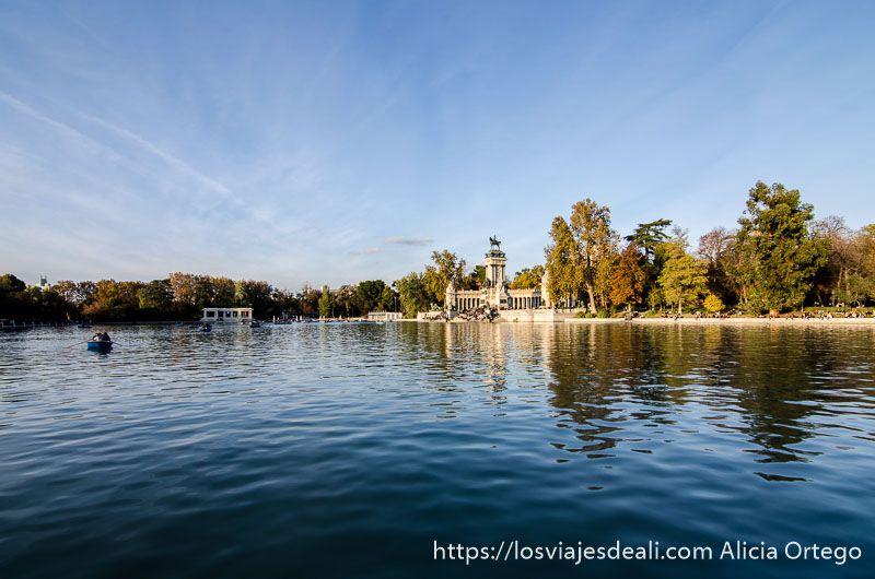 lago del Retiro con el monumento a Alfonso XII