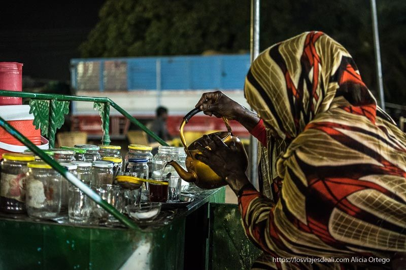 tea lady en Karima, Sudán
