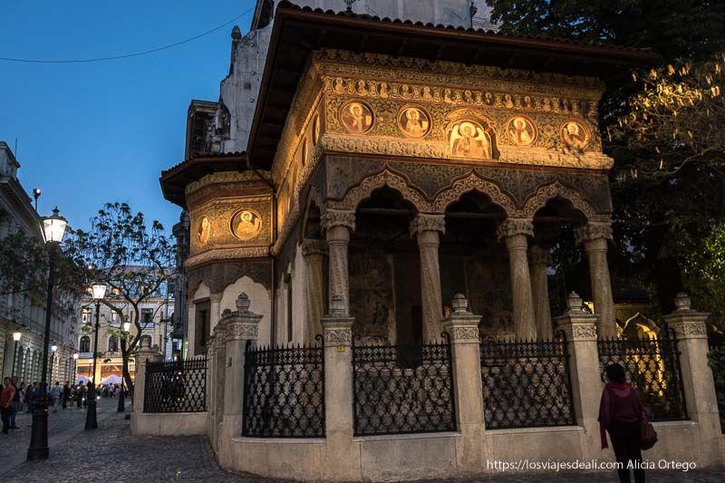iglesia de San Nicolás en el centro de Bucarest