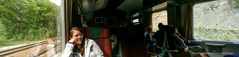 panorámica del interior de un tren rumano