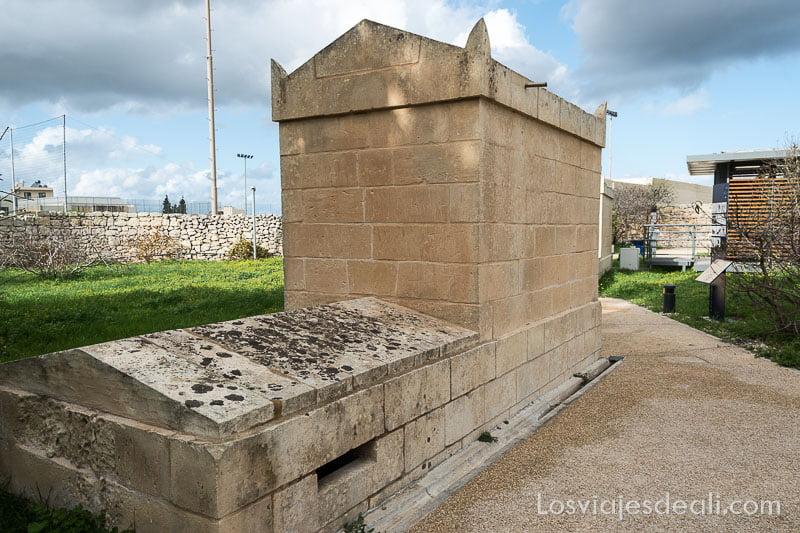 entrada a hipogeo en catacumbas de st paul de Malta
