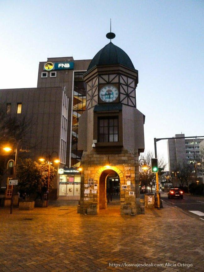 torre de reloj de estilo alemán en Windhoek