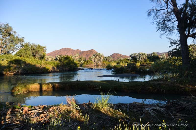 río de cataratas epupa al atardecer