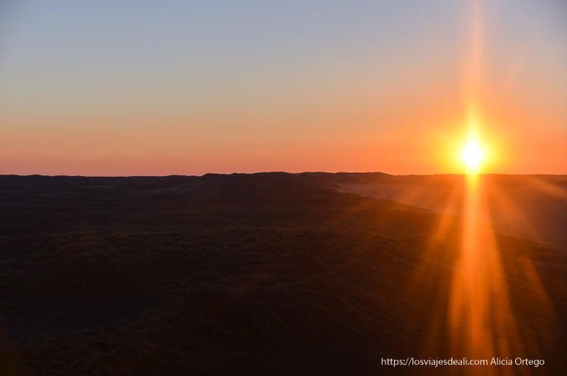 puesta de sol en el desierto del Namib