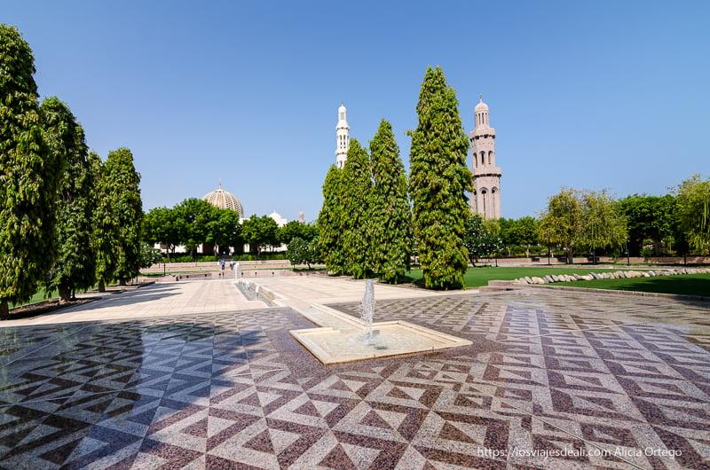 jardines de la mezquita del sultán de Muscat