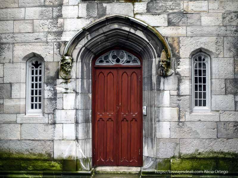 puerta del castillo de dublin