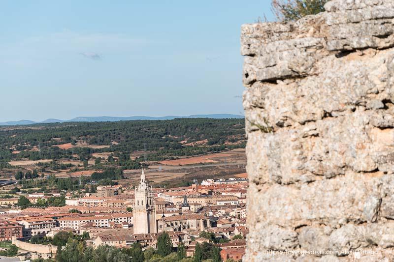 vistas de la catedral de Burgo de Osma desde la atalaya de Uxama