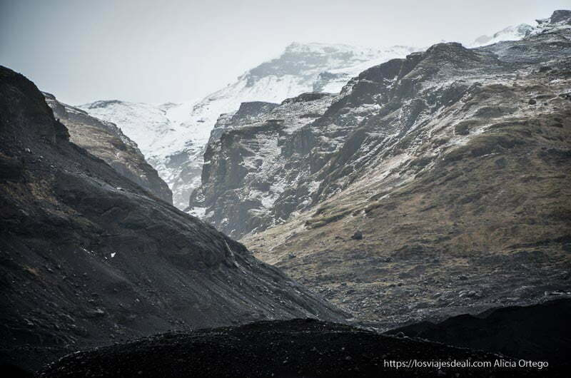 montañas alrededor del glaciar islandés