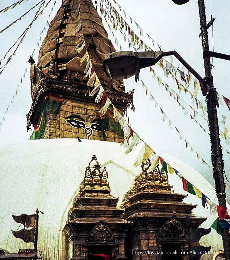 estupa budista en katmandú nepal
