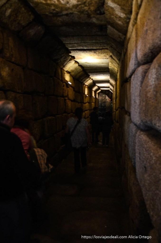 entrada al depósito de agua de la alcazaba de mérida