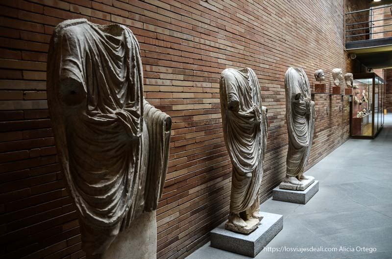 estatuas romanas sin cabeza museo de arte romano de mérida