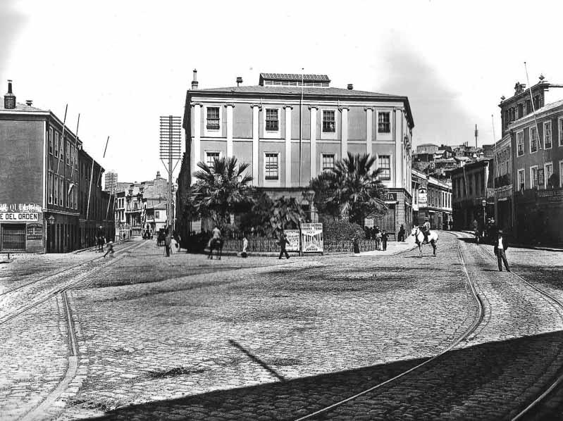 foto antigua de plaza de las palmeras en valparaíso