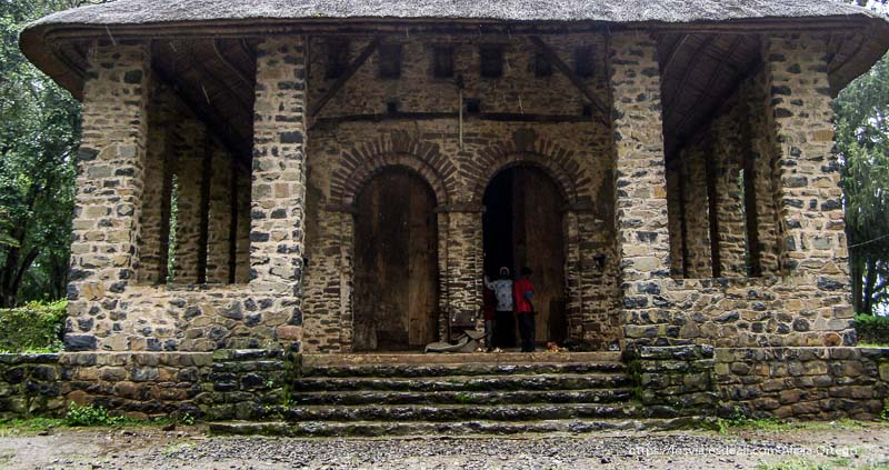 entrada principal de iglesia de gondar