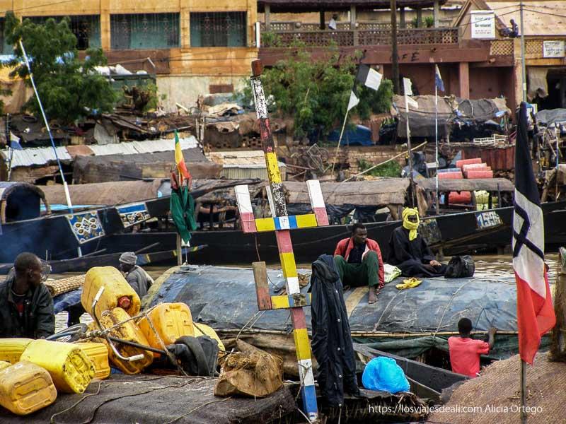 barcas del puerto de mopti