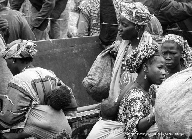 mujeres en el mercado de mopti