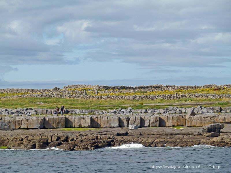 rocas en la costa de doolin acantilados de moher