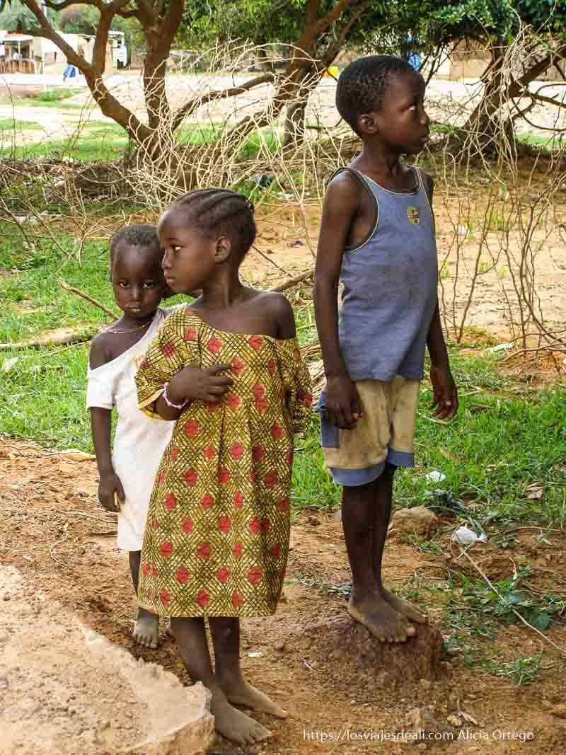 3 niños en bani la ciudad de las 7 mezquitas