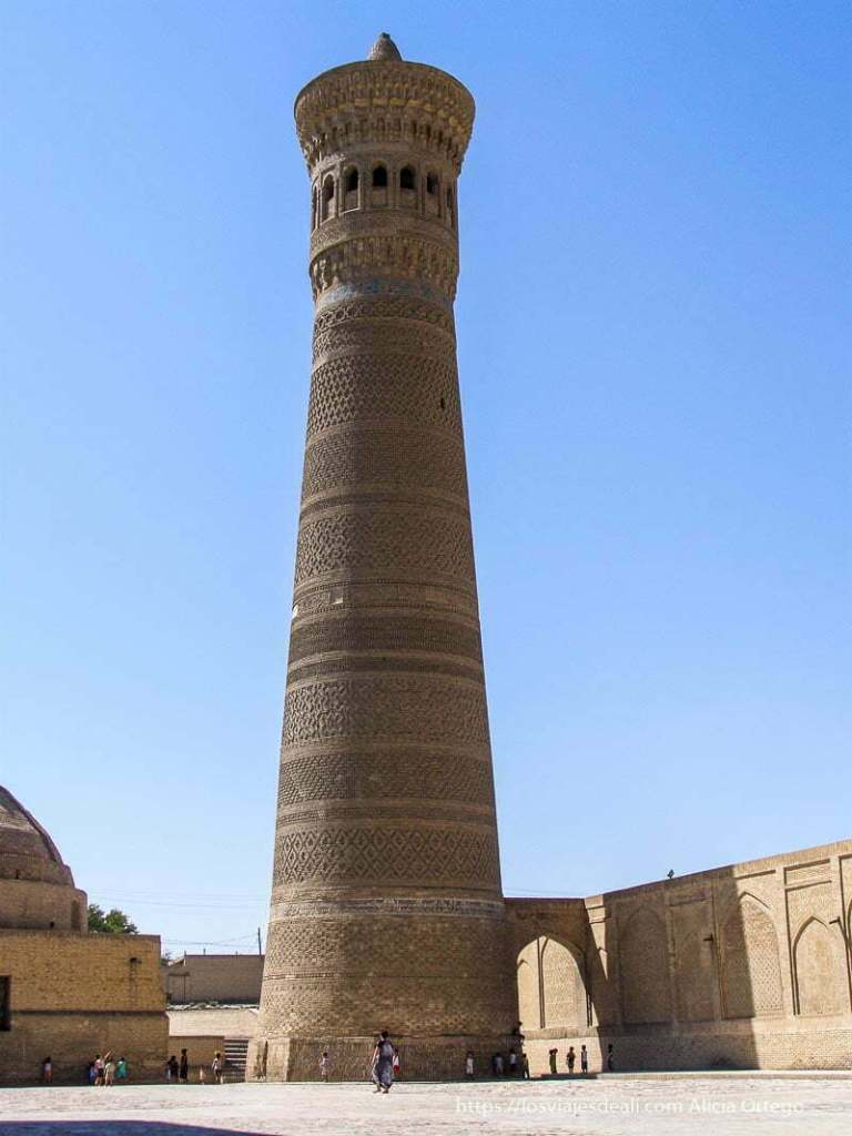 minarete de ladrillo en bukhara