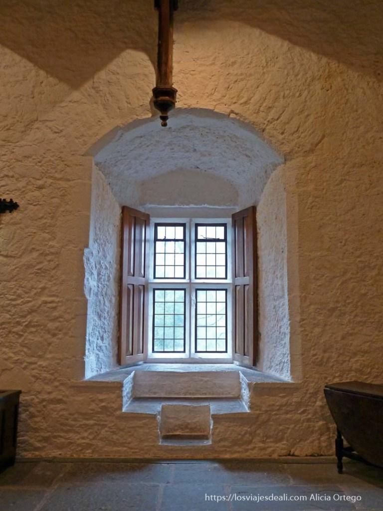interior castillo de cahir