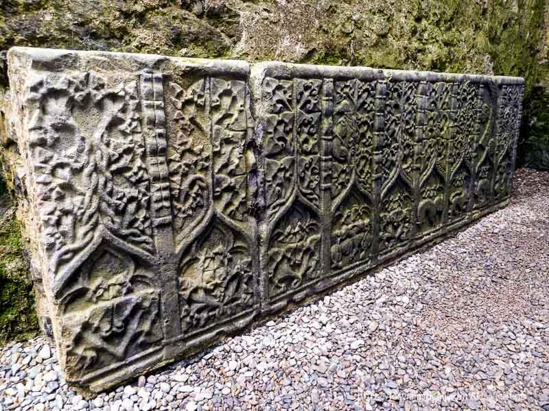 relieves en rock of cashel castillos en irlanda