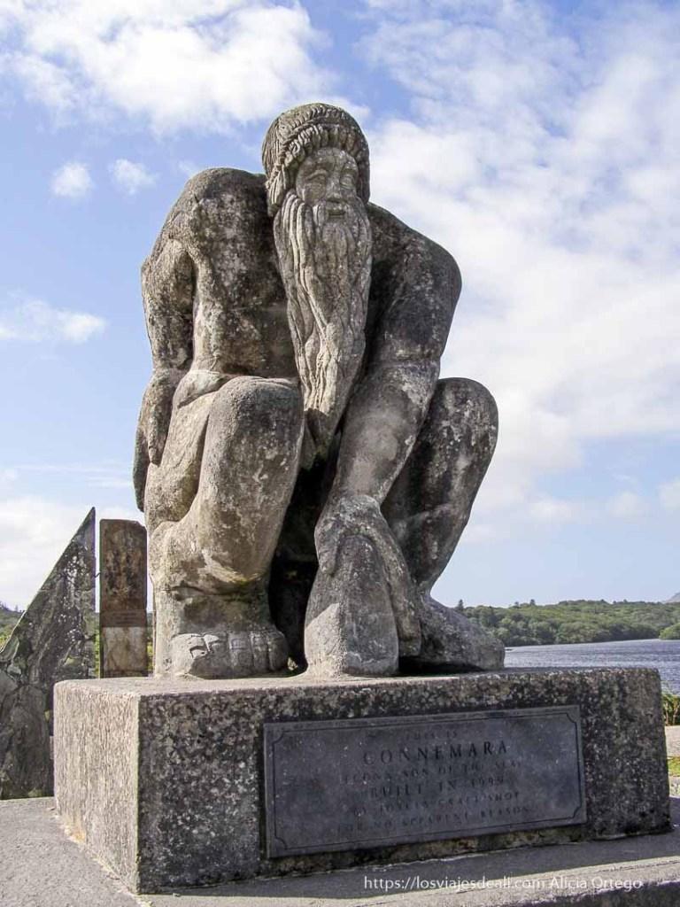 estatua que marca inicio de connemara