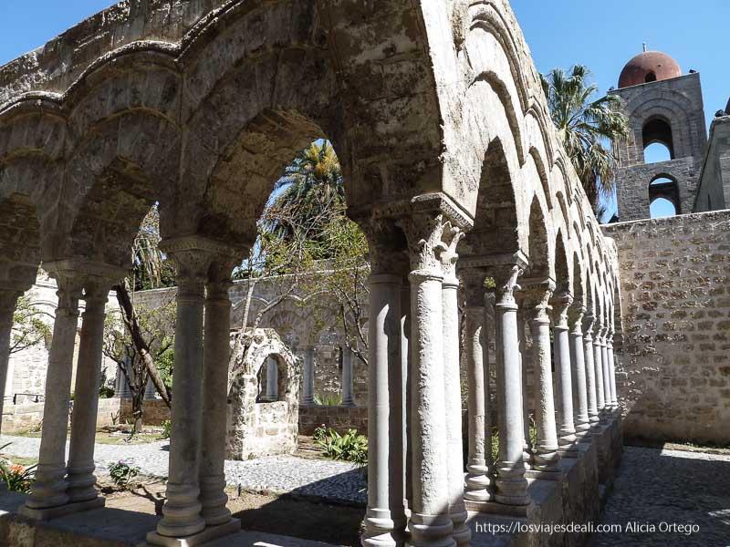 claustro antiguo de la iglesia San Giovanni degli Eremite de Palermo
