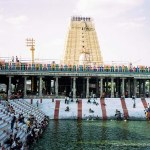 templo de kanchi con lago tamil nadu