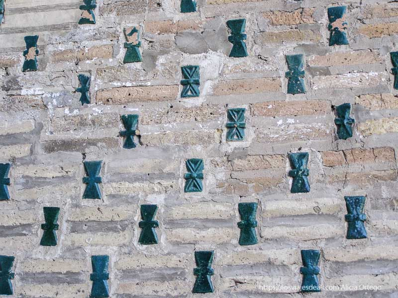 azulejos de símbolo zoroastrista en khiva