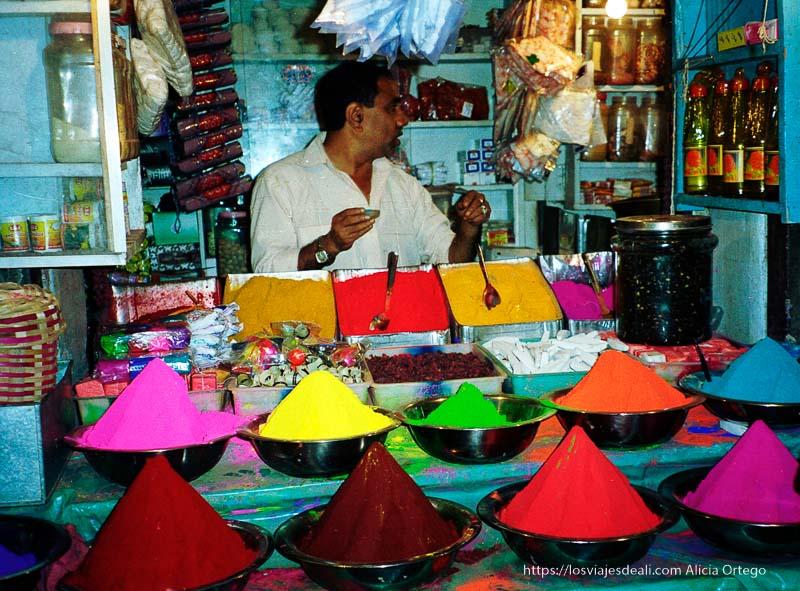 puesto de tintes de colores en mysore