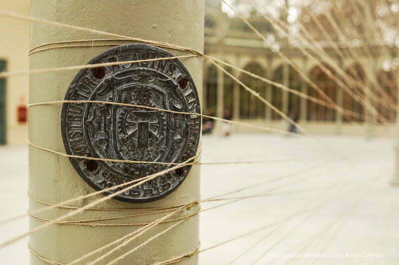 instalación cuerdas en el palacio de cristal de el retiro