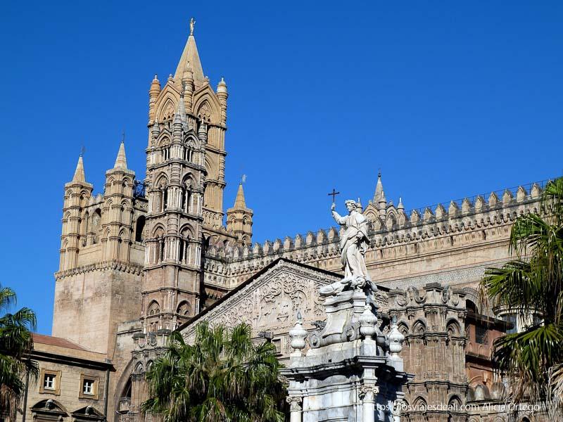 detalle de las torres de la catedral qué ver en palermo