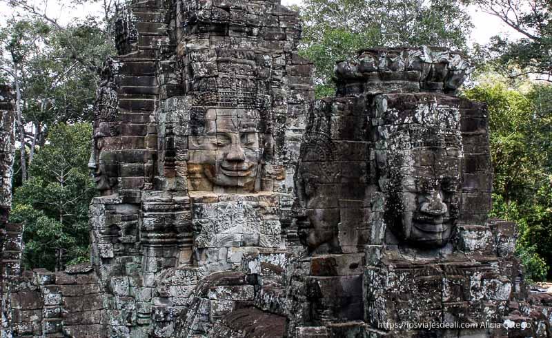 caras de buda en bayon templos de angkor