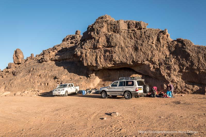 campamento siempre al abrigo de una gran roca viaje a argelia