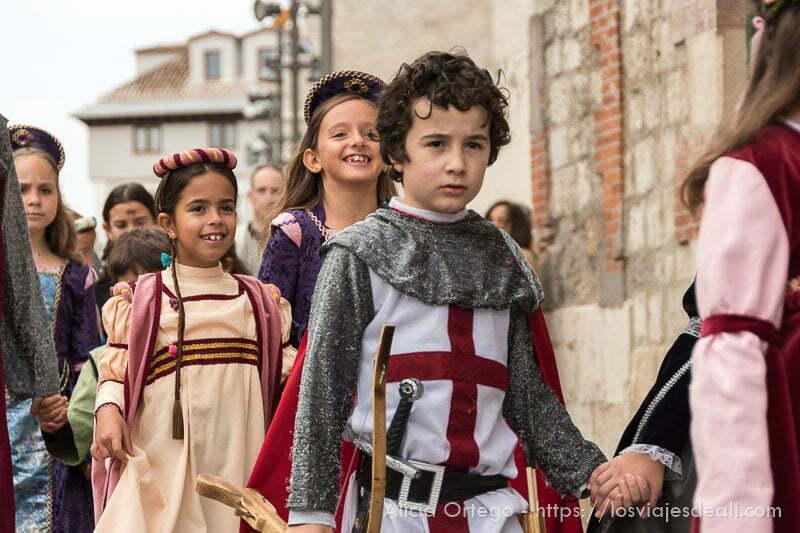 niños con vestidos medievales fin de semana cidiano