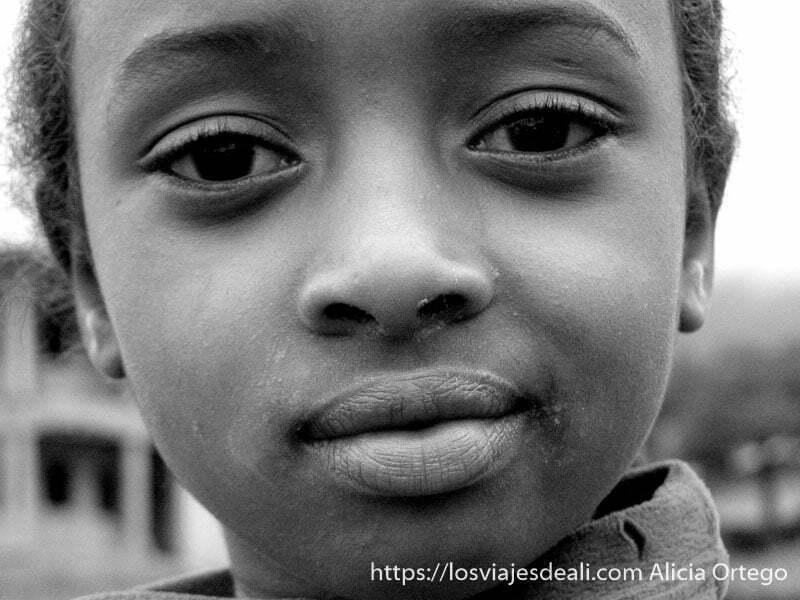 retrato de niña peul de Sabga en blanco y negro montes bamileké