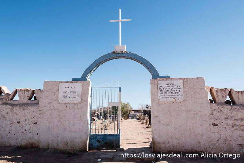 puerta del cementerio de San Pedro atacama