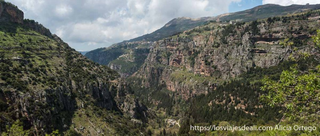 valle de qadisa en las montañas de líbano