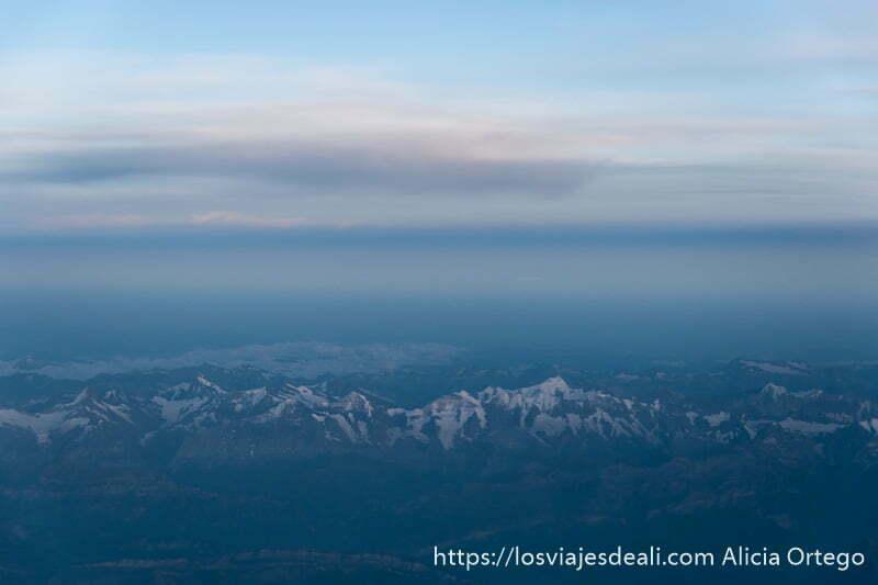 paisaje de los alpes desde el avión