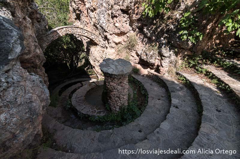 fuente de riópar viejo con tres estanques redondos y una escalinata también redonda salvando el desnivel del suelo escapada a albacete