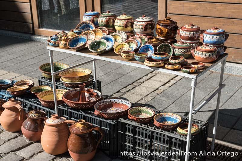 puesto de cerámica del bazar de las mujeres de sofía