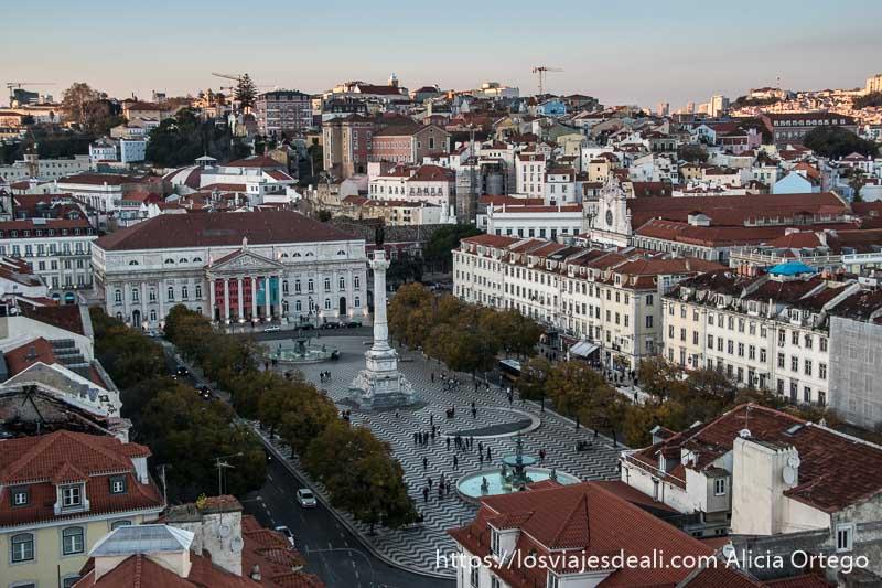 vista aérea de la plaza de rossio en el centro de lisboa