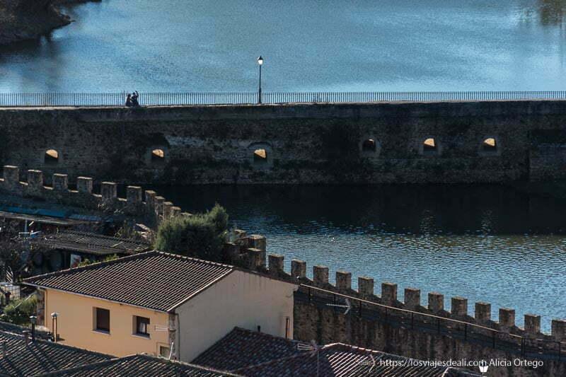 vista del puente viejo de Buitrago del Lozoya desde el mirador